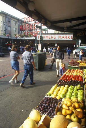 pike place market: Fresh produce with shoppers at Pike Place Public Farmers Market, Seattle, WA