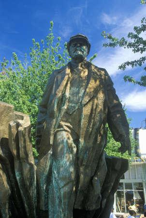 Bronze statue of Vladimir Lenin by Emil Venkov, Slavic artist, Seattle, WA Redakční