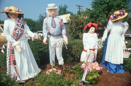 va: Patriotic yard dummy family, Fairfax County, VA