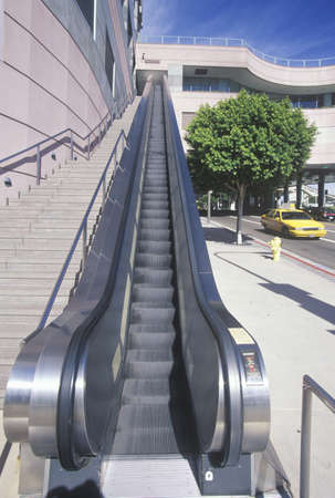 Outdoor escalator and stairs at shopping mall, Los Angeles, CA Redakční