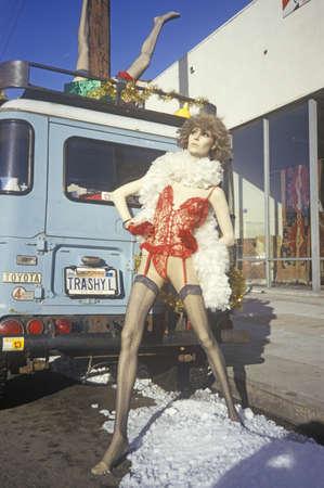 ligueros: Maniqu� en ropa interior fuera de la ropa interior de mala calidad, West Hollywood, CA