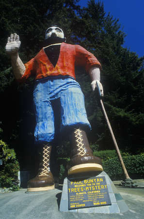 larger than life: Larger than life statue of Paul Bunyan,  Klamath, CA