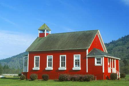 Red, one-room schoolhouse, Stone Lagoon on PCH,  Northern CA Zdjęcie Seryjne - 20766312
