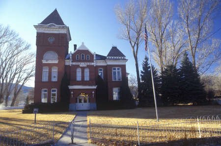 View from street of Courthouse in UT 新聞圖片