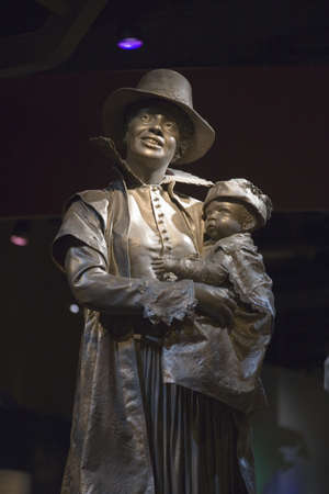 pocahontas: Statue of Pocahontas and Thomas Rolfe, her baby, dressed in English clothing, displayed in Jamestown Settlement Museum, Virginia