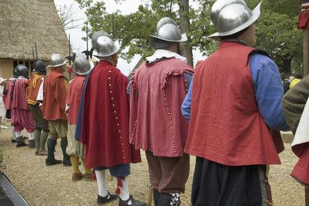 reenactor: Ingl�s reenactor soldados que montaban guardia a James Fort, Jamestown Settlement, en el 400 � aniversario de Jamestown, Virginia, 04 de mayo 2007 Editorial
