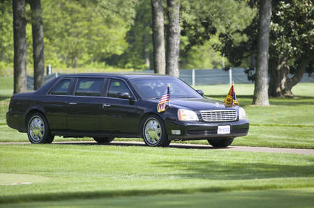 Black Presidential Limo and American Flag on golf course in Williamsburg, Virginia on May 4, 2007  Redakční