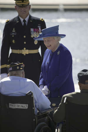 queen elizabeth ii: Her Majesty Queen Elizabeth II interacting with World War II Disabled Veterans at the National World War II Memorial, Washington, DC, May 8, 2007