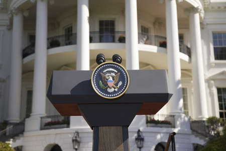 Presidential Seal on podium in front of the South Portico of the White House, the Truman Balcony, in Washington, DC on May 7, 2007, in preparation for the visit of Her Majesty Queen Elizabeth II and President George W. Bush Zdjęcie Seryjne - 20803020