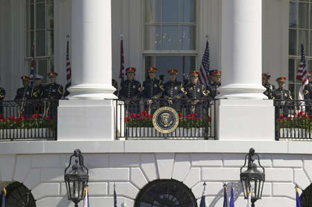 queen elizabeth ii: Marine Band Trumpeters standing at ease behind Presidential Seal on the Balcony of the South Portico of the White House on May 7, 2007 as part of the Official State Welcoming of Her Majesty Queen Elizabeth II and Prince Philip, the Duke of Edinburgh to Wa Editorial