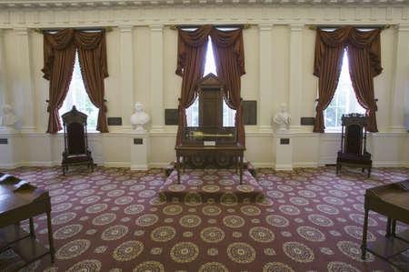 delegates: Altoparlanti originale sedia da House of Burgesses nella vecchia sala della Casa dei Delegati, la stanza in cui � stata ratificata la Carta dei Diritti, Virginia State Capitol, Richmond, Virginia