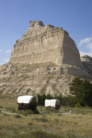 covered wagon: A replica of Covered wagon from Oregon Trail at Scotts Bluff National Monument, Scottsbluff, Nebraska