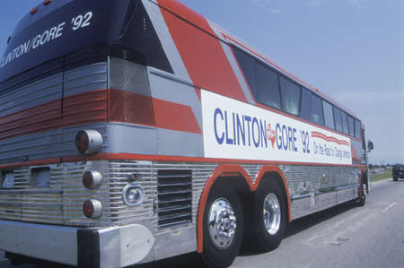 campaigning: ClintonGore bus on the 1992 Buscapade campaign tour in Texas