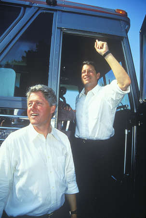 sangre derramada: Gobernador Bill Clinton y el senador Al Gore en el 1992 Buscapade gran gira de campa�a Lagos Clinton  Gore