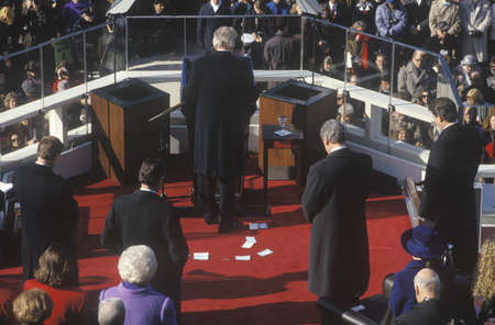 Bill Clinton stands in prayer as 42nd President, on Inauguration Day 1993, Washington, DC Redactioneel