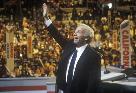 accepts: Senator Joe Lieberman accepts Former Vice Presidential nomination at the 2000 Democratic Convention at the Staples Center, Los Angeles, CA
