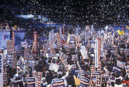 delegates: Delegati tifo per la nomina di Clinton alla Convention nazionale democratica 1992 al Madison Square Garden, New York