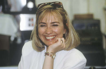campaigning: Hillary Rodham Clinton at Dees Restaurant during the ClintonGore 1992 Buscapade campaign tour in Corsicana, Texas