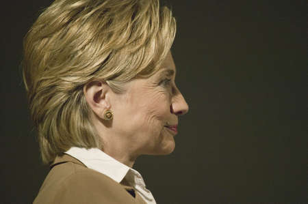 U.S. Senator, Former First Lady and Presidential Candidate, Hillary Clinton, listening at rally following Iowa Democratic Presidential Debate, Drake University, Des Moines, Iowa, August 19, 2007 Zdjęcie Seryjne - 20802523