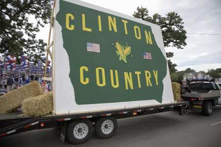 primaries: Clinton Country float driving in front of Drake University, August 19, 2007, as part of the Presidential Primaries, Des Moines, Iowa