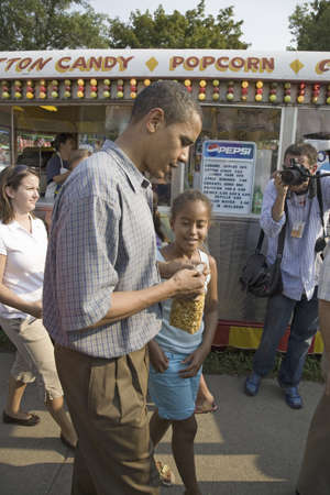 campaigning: U.S. Senator Barak Obama campaigning for President with daughter at Iowa State Fair in Des Moines Iowa, August 16, 2007 Editorial