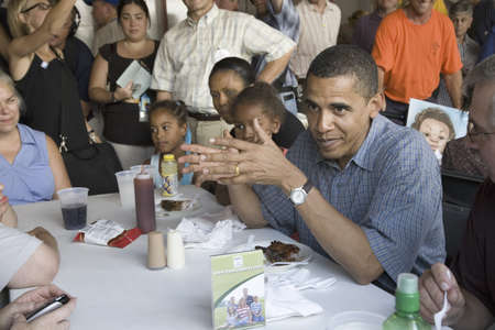 campaigning: U.S. Senator Barak Obama campaigning for President while eating dinner at Iowa State Fair in Des Moines Iowa, August 16, 2007