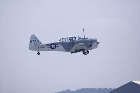 avion de chasse: Am�rique du Nord SNJ-4 � SNJ-6 avion de combat de la Seconde Guerre mondiale, volant � Mid-Atlantic Air Museum Seconde Guerre mondiale week-end et Reconstitution � Reading, PA eu lieu le 18 Juin 2008,