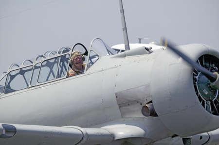 avion de chasse: Am�rique du Nord SNJ-4 SNJ-6 avion de combat de la Seconde Guerre mondiale atterrissage � Mid-Atlantic Air Museum Seconde Guerre mondiale week-end et Reconstitution � Reading, PA eu lieu le 18 Juin 2008, Editeur
