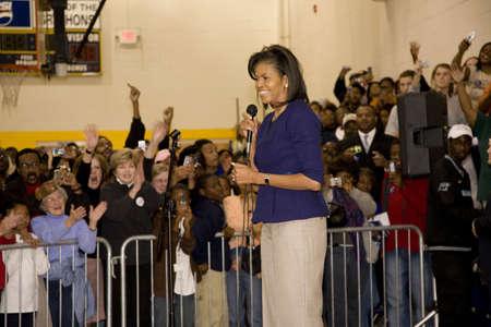 Michelle Obama parlant devant le public afro-américain lors présidentiel de Barack Obama Rally, le 29 Octobre 2008, à Rocky lycée Mount, Caroline du Nord Banque d'images - 20803611