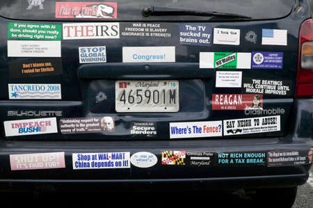 Bumper stickers that support liberal issues in North Carolina, Presidential rally, October 29, 2008 at Halifax Mall, Government Complex in Raleigh, NC Zdjęcie Seryjne - 20803622