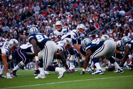 Gillette Stadium, Foxborough, MA - October 16, 2011 - Quarterback Tom Brady #12, New England Patriots takes hike against Dallas Cowboys  Zdjęcie Seryjne - 23231226
