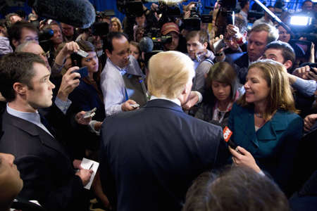 Trump International Hotel, Las Vegas, Nevada - February 2, 2012 - Donald Trump speaking with the media 新聞圖片