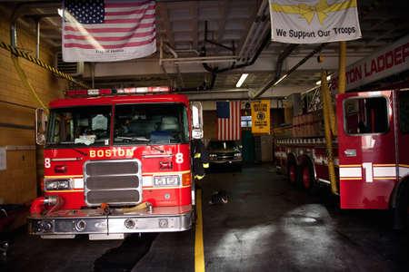 estacion de bomberos: North End, Boston, MA - 11 de mayo de 2012 - En el interior escalera n � 1 y n � de motor 8 estaci�n de bomberos