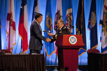 Governor Mitt Romney at the National Guard Association in Reno, Nevada 新聞圖片