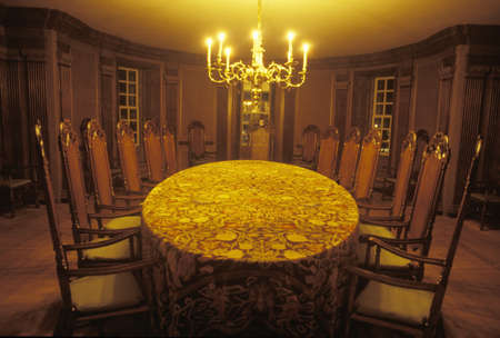 founding fathers: Interior of meeting place of founding fathers by candlelight, Williamsburg, Virginia