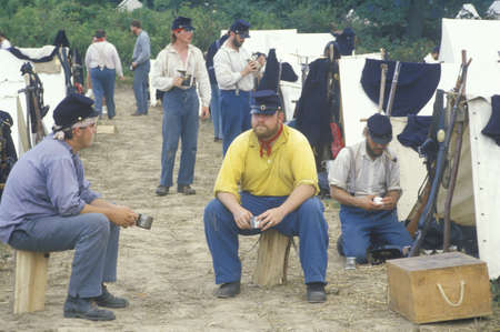 civil war: Confederate participants in camp scene during recreation of Battle of Manassas, marking the beginning of the Civil War