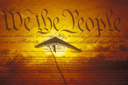 efectos especiales: Los efectos especiales de imagen de la Declaraci�n de la Independencia con parapente superpuesta