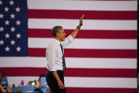2012 Democrat Presidential Candidate, Senator Barack Obama waving at a Presidential Campaign rally Редакционное