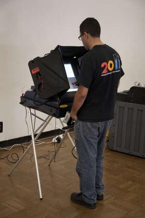 2012 년 대통령 선거 중 벤츄라 카운티, 캘리포니아에서 투표하는 사람