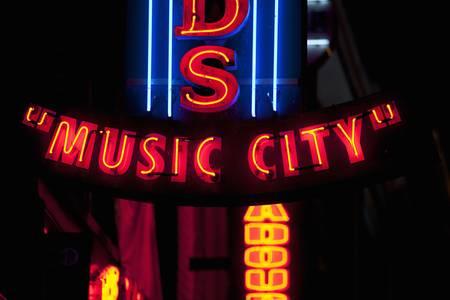 Nashville Crossroads neon signs on Lower Broadway Area in Nashville, TN Zdjęcie Seryjne - 23003624