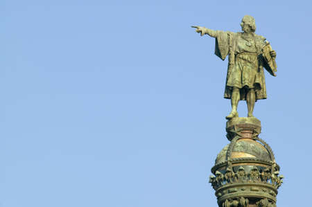 Statue of Christopher Columbus points west to New World, next to waterfront of Port Vell, Barcelona, Spain Zdjęcie Seryjne - 20765468