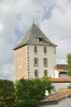 スペインとフランスの国境のバスク、Labourd 州の丘の上 17 世紀村のサール、フランス。フランス コート バスクのサン ・ ジャン ・ ド ・ リュズに近