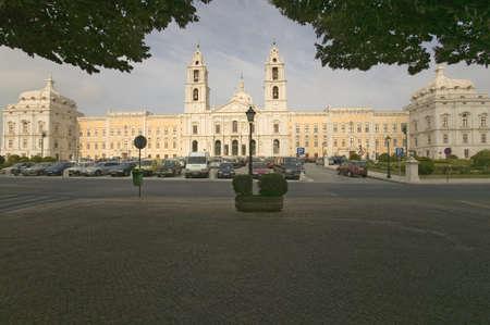 Monumental baroque Palais Royal de Mafra, au Portugal, construit en 1717 Banque d'images - 20801279