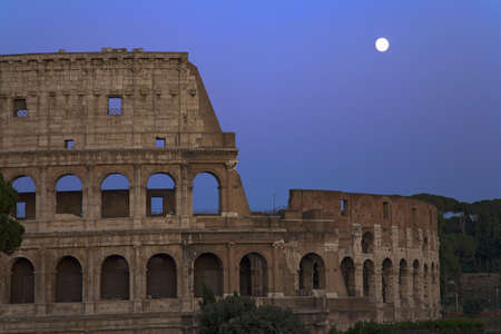 openair: Full moon rising over the Colosseum or Roman Coliseum at dusk, originally the Flavian Amphitheatre, an elliptical amphitheatre in the centre of the city of Rome, the largest ever built in the Roman Empire, Rome, Italy, Europe Editorial