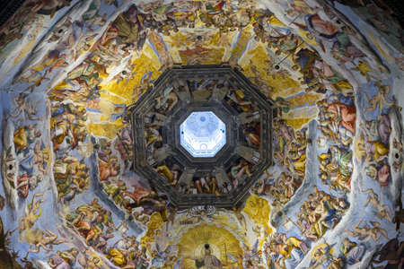 산타 마리아 델 Fiore 대성당, 두오모, 피렌체, 이탈리아, 유럽의 돔에서 마지막 심판 프레스코 사이클의 인테리어보기 에디토리얼