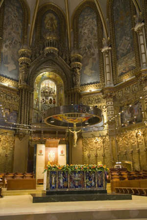 見るモンセラートのベネディクト会修道院で黒い聖母の背景で、大聖堂、サンタ マリア デ モントセラト、バルセロナ、カタルーニャ、スペイン聖