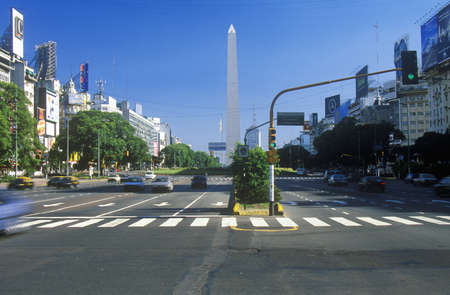 Avenida 9 de Julio, breedste avenue ter wereld, en El Obelisco, De Obelisk, Buenos Aires, Argentinië