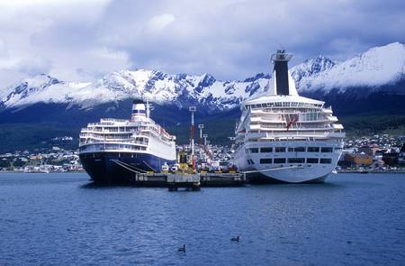 deutsch: Cruise ship Deutsch Princess at dock, Ushuaia, southern Argentina Editorial