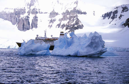 photographies: Cruise ship Marco Polo with glaciers and icebergs in Errera Channel at Culverville Island, Antarctica
