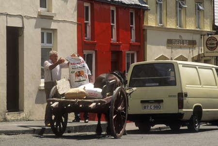 photographies: Cart and horse, Eyeries Village, West Cork, Ireland Editorial